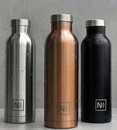 photo de trois bouteilles en inox